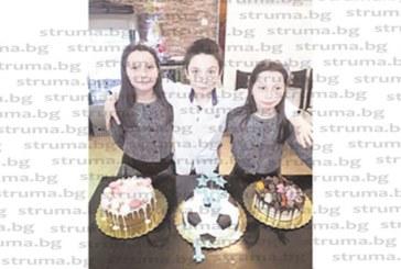 С три торти и много приятели тризнаци от разложкото село Баня отпразнуваха 10-и рожден ден