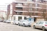 """Улица """"Марица"""" се превърна в паркинг въпреки забранителния знак, шофьори газят Закона за движение по пътищата, за да заобиколят нарушителите"""