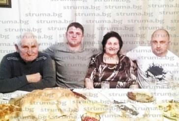 Стожерът на фамилия Реджеви баба Верка празнува рожден ден, заобиколена от близките си, нагости ги с няколко вида баници