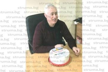 """Торта с надпис """"20 г. Иван Ризов"""" подарък от колектива на """"Топливо"""" АД – Благоевград за любимия им шеф"""