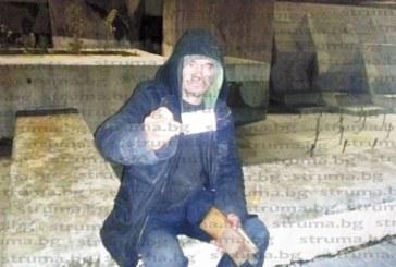 Клошар, живял 20 г. в дупка срещу общината в Благоевград, дължи 2 млн. лв. данъци, оказа се собственик на 30 фирми