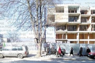 """Столичани със скъпи коли атакуват Сапарева баня през уикенда, плащат стотачки за СПА удоволствия, а се скъпят за 5 лв. за """"синя зона"""", задръстват съседните улици"""
