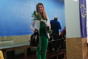 """Плувкиня на """"Пирин"""" с 5 златни медала от международен турнир"""