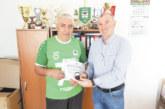 Легендарната десетка на орлетата М. Стоянов-Мечо получи златна значка от БФС за 70-годишнината си