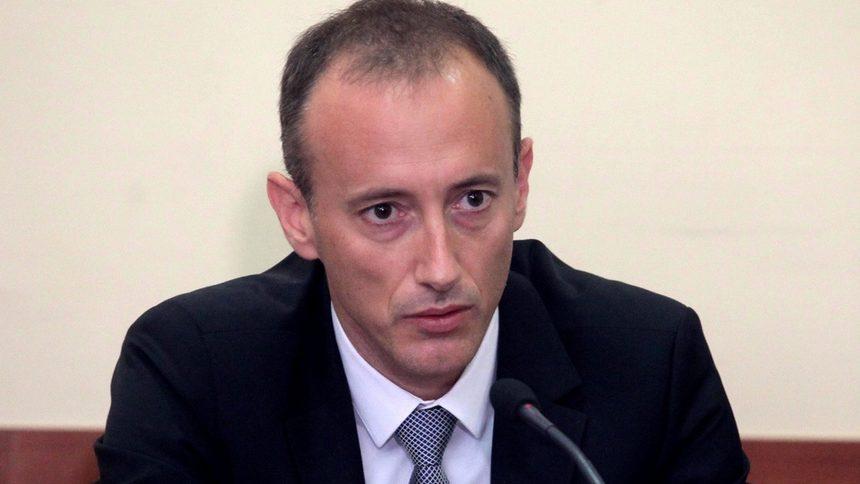 Министър Кр. Вълчев: Има данни за теч на информация от МОН