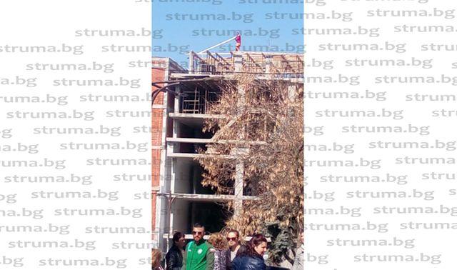 Работници на строителната фирма на сем. Якови и трудови инспектори разгневиха благоевградчани