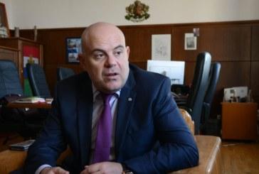 """5-ма чиновници са арестувани заедно с кмета на Червен бряг при операция """"Топъл обяд"""""""