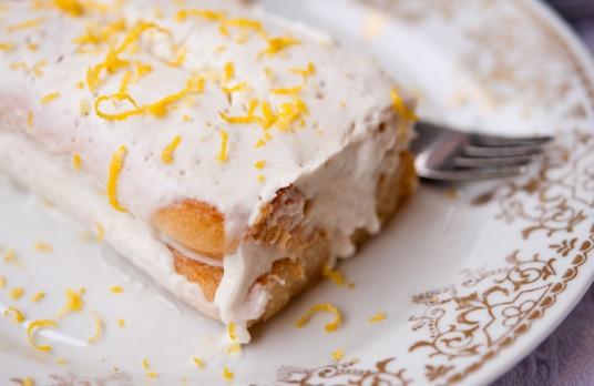 Торта с бишкоти и кисело мляко