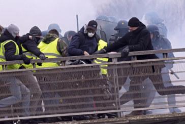 Отстраниха началника на парижката полиция