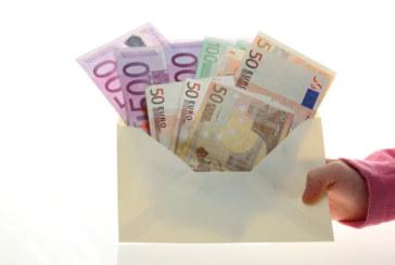 Съвременен Робин Худ помага с пари на селяни в Испания