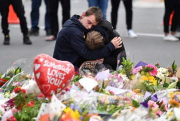 МЪКАТА Е НЕОПИСУЕМА! 3-г. дете загинало в ръцете на баща си при терористичната атака в джамия