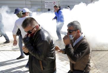 Албанците поискаха оставката на премиера Еди Рама