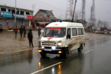 Вадят загинали и ранени от руините на срутена сграда в Индия