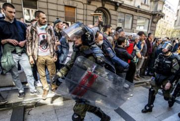 Хиляди протестират в Черна гора, искат оставките на правителството и президента