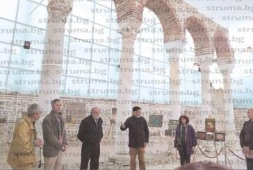 Художник от Сандански отбеляза 70-г. юбилей с изложба в Епископската базилика