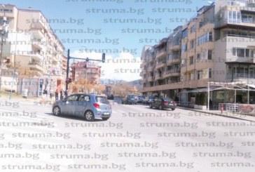 50 благоевградчани атакуваха кмета Камбитов с подписка заради  звуковия тормоз от светофара до студентските общежития