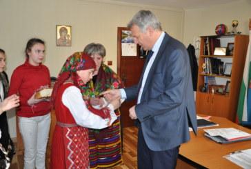 Ученици подариха мартеници на кмета на Разлог