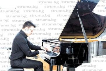Благоевградският пианист Симеон Гошев достигна на полуфинал на международен конкурс в Италия