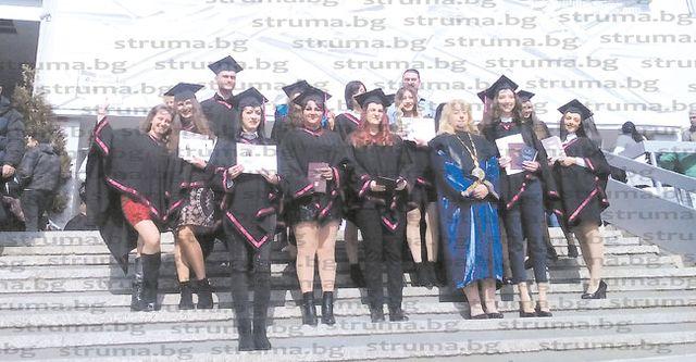 Над 120 абсолвенти на Филологическия факултет в ЮЗУ се дипломираха, с най-висок успех Ал. Шляков от Кавракирово, учители от Пиринско сред отличниците на випуска