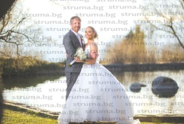 Влюбени се прибраха от Италия и на рождения ден на булката 3 март под развети български знамена се венчаха в храма в Симитли
