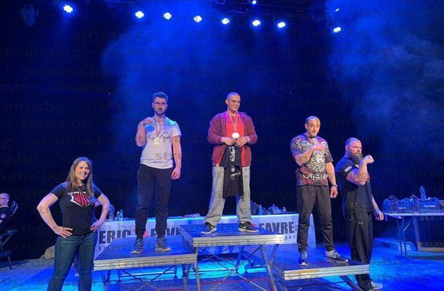 Благоевградчанин стана двоен шампион на Франция по канадска борба, изненада дори себе си с победа над световния шампион Майкъл Тод