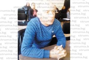 ПОЛИТИЧЕСКА ЗАКАЧКА! Дупнишкият БСП съветник Г. Пехливански прати подарък на Цв. Цветанов бухал – да го следи зорко на изборите