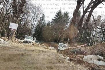 ЖИТЕЛИ СИГНАЛИЗИРАТ! Багери изкореняват дървета в парка в Сапарева баня, бетонът превзема курорта, превръща се във второ Банско