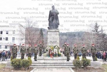 Благоевградчани отбелязаха 3 март с тържествено шествие