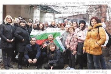 Учители от НХГ развяха трикольора в родния град на Д. Талев – Прилеп