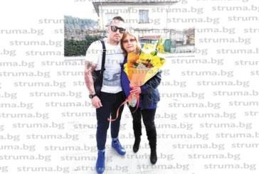 Майката на треньора Кр. Сулев – Анелия, празнува рожден ден с приятелки, изненадаха я с куфар и пожелание за много пътешествия