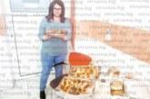 Болнична секретарка почерпи колегите си в Сандански с вкусотии за 26-и рожден ден