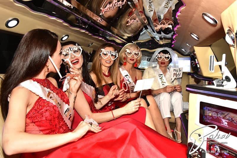 Моминското парти на Софи Маринова - в код червено /СНИМКИ/