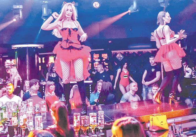 """След бурно парти с фолкдивата Анелия в купона в """"Тhe Face"""" се включва Галин"""