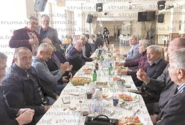 70 приятели събра на бохемско парти за 66-ия си рожден ден проф. В. Жечев
