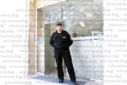 Отслабнал с близо 10 килограма, охранителят Божидар Митров беше забелязан на работното си място в Районен съд – Сандански
