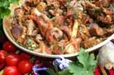Агнешко печено със зелен лук и девесил