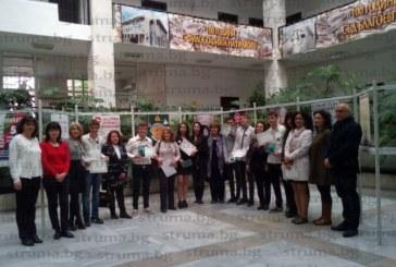 Председателят на Окръжен съд – Благоевград К. Бельова награди талантливи ученици от 7 СУ