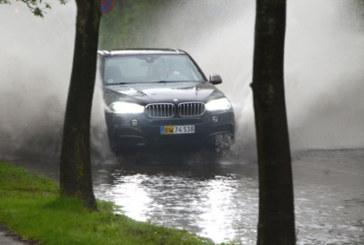Как да шофираме безопасно в дъжда
