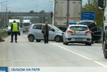 Тежка катастрофа с ранени! Две коли и камион в страшен сблъсък