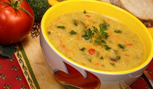 Супа с пилешки бутчета и зеленчуци