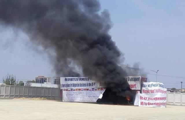 Запалиха ТИР в Пловдив! Превозвачи: Така гори и нашият бизнес