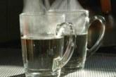 Горещата вода пази от инсулт, ако я пием така