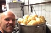 Той яде само картофи цяла година, ето как се промени /СНИМКИ/