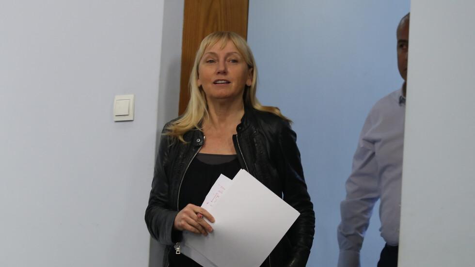 Проверяват Елена Йончева заради имоти на морето