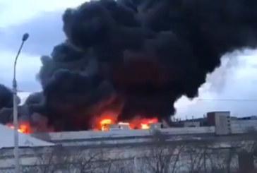 Загасиха големия пожар във военен комплекс в Русия