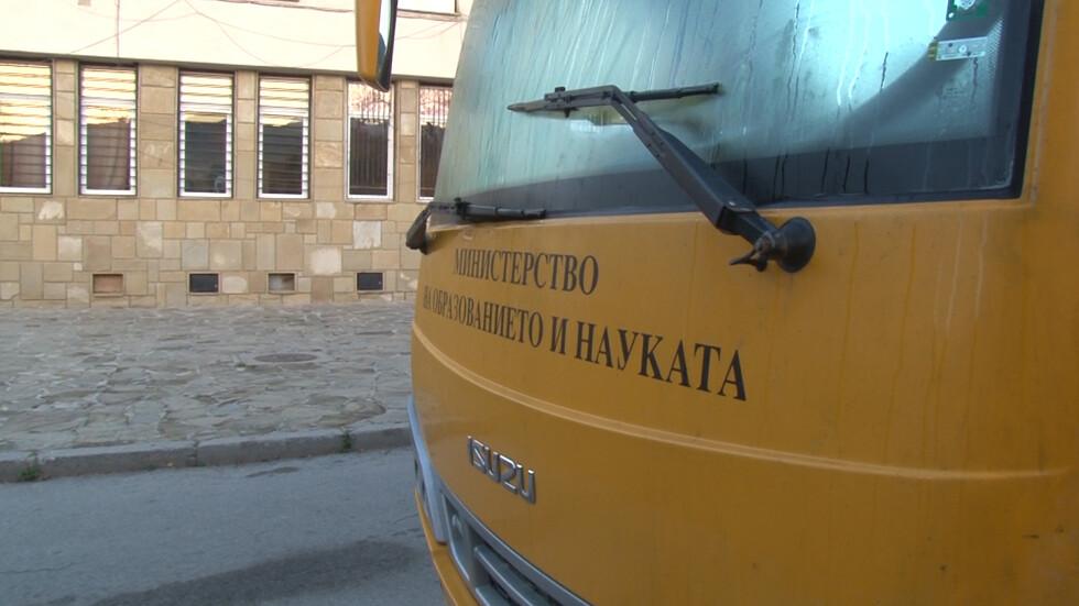 Училищен автобус се обърна на пътя Айтос - Карнобат