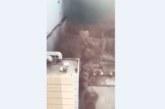 Небостъргач гори, хората скачат през прозорците