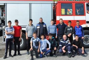 """Ученици се бореха за приза """"Млад огнеборец"""" в Разлог"""