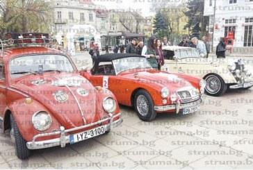 """КЛАСИК РАЛИ """"СТРИМОН""""!""""Мерцедес"""", в който се е возила Ева Браун, сред 44 ретро возила, паркирани на площада в Кюстендил"""