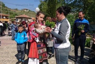 Републиканска шампионка по карате ориса 11 бебета в санданско село